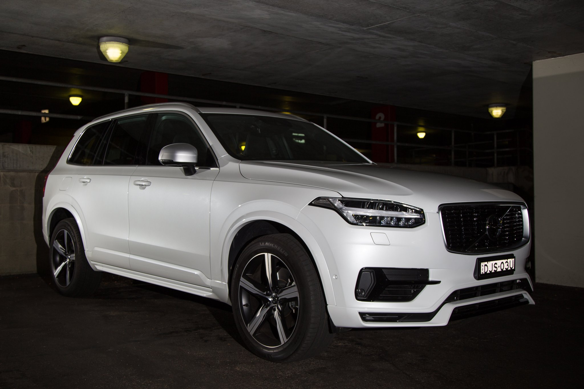Auto Review: 2017 Volvo XC90 T8 R-Design
