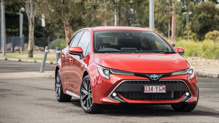 auto review  2019 toyota corolla ascent sport  sx and zr