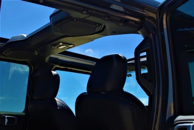 2021 Jeep Wrangler Overland (Sky Roof)
